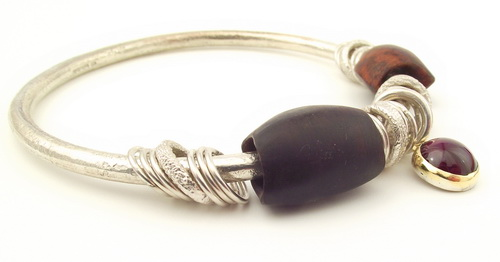 Garnet cabochon bangle
